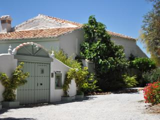 Nice Chateau with Internet Access and Dishwasher - Colmenar vacation rentals