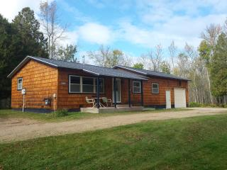 AuTrain River Cottage near Pictured Rocks 4Bedroom - Munising vacation rentals