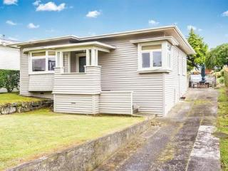 Beautifully renovated Mt Eden bungalow - Te Henga (Bethells Beach) vacation rentals