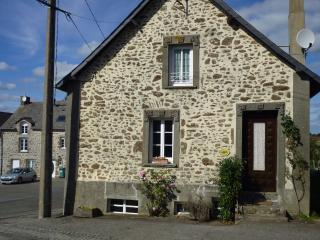 Lovely Cottage with Internet Access and A/C - Mayenne vacation rentals