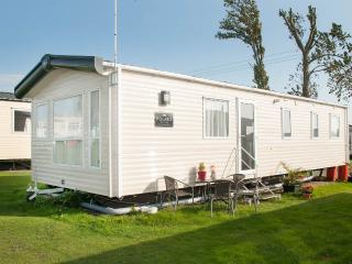 Perfect Caravan/mobile home with Tennis Court and Satellite Or Cable TV in Mersea Island - Mersea Island vacation rentals