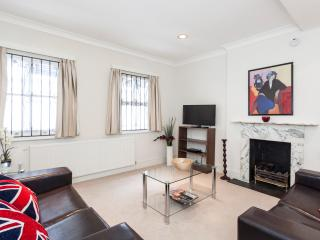*BRILLIANT* 2 BED 2 BATH Central & QUIET!! Perfect - London vacation rentals