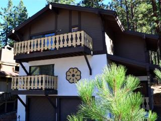 2 bedroom Cabin with Shared Outdoor Pool in Stateline - Stateline vacation rentals