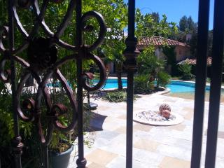 4 bedroom Villa with Internet Access in Saint-Maximin-la-Sainte-Baume - Saint-Maximin-la-Sainte-Baume vacation rentals