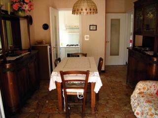 Ampio e soleggiato appartamento con 5 posti letto - Pietra Ligure vacation rentals