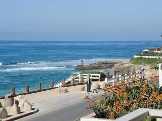Oceanfront home w/ balcony & views of the Windansea surf! - La Jolla vacation rentals