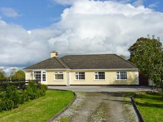 CASTLEKEVIN HOUSE, hot tub, en-suite facilities, child-friendly, ground floor cottage near Mallow, Ref. 21971 - County Cork vacation rentals
