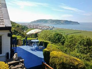 TWO BAYS AND THE ORME VIEW COTTAGE woodburning stove, stunning views in Llandudno Ref 916055 - Old Colwyn vacation rentals