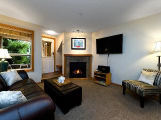 88 Glaciers Reach this 2br home has a hot tub & pool in Whistler Village - Whistler vacation rentals