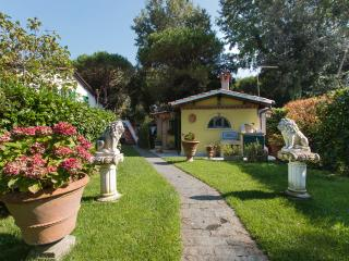Cottage nel verde Versilia - Marina Di Massa vacation rentals