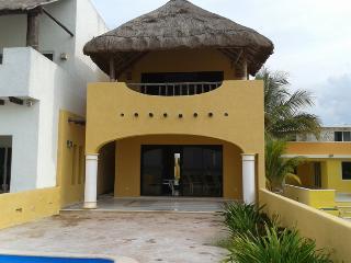 beautiful house in chicxulub oceanfront pool   preciosa casa en chicxulub frente al mar con piscina - Chicxulub vacation rentals
