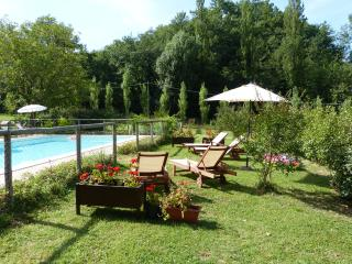 GELSOMINO-Cerqua Rosara Residence a nice suite in villa with pool near Assisi - Valtopina vacation rentals