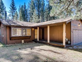 Cozy dog-friendly home with incredible mountain views & a private hot tub! - South Lake Tahoe vacation rentals
