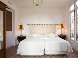 4 Bedrooms in the old city - Image 1 - Barcelona - rentals