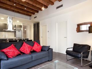 Upper Borne Apartment 4A - Barcelona vacation rentals