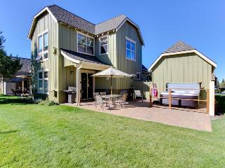 Gorgeous home w/ private hot tub, a shared pool &  on-site tennis and golf! - Redmond vacation rentals