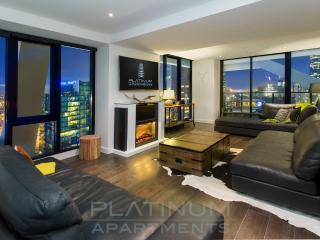 Platinum PENTHOUSE LODGE 3 Bed/3.5 Bath + Balcony - Melbourne vacation rentals