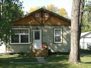 The 'cottage of Content - Maple Creek vacation rentals