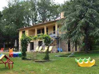 Gîte LA BOUYGUE, a child friendly self-catering holiday home with heated swimming pool - Penne vacation rentals