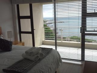 3 bedroom Condo with Dishwasher in De Kelders - De Kelders vacation rentals