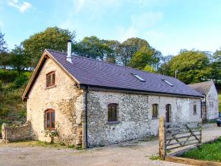 BOFFINS BARN AT PEN ISA CWM, detached, woodburning stove, excellent walking, in Nannerch, Ref 915596 - Nercwys vacation rentals