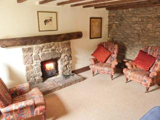 WALTON COTTAGE, feature stonework and beams, woodburning stove, WiFi, in Winster, Ref 915950 - Winster vacation rentals