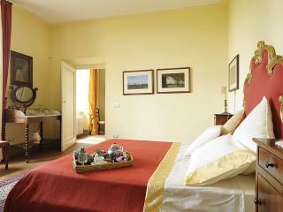 Suite apartment 4 pax in villa - Monte San Quirico vacation rentals