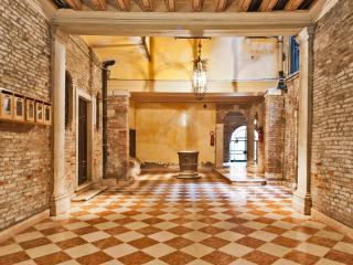 Ca Rosa San Marco, with lift, heart of Venice - City of Venice vacation rentals