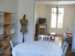 Charming Condo with Internet Access and Washing Machine - Fontenay-sous-Bois vacation rentals