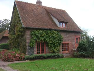 The caretakers cottage at the chateau de Cristal - Neufchatel en Bray vacation rentals
