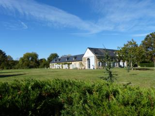 Charming 3 bedroom Angers Farmhouse Barn with Internet Access - Angers vacation rentals