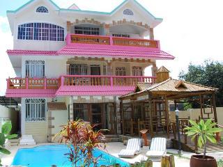 T2  Piscine de la Villa Renaissance, plage à 150 mètres, prix économique - Blue Bay vacation rentals