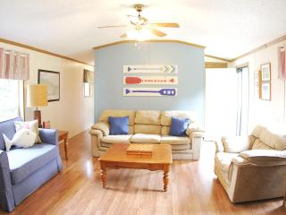 3 Bedroom, 600'+ Waterfront, 50+ acres, private - Spring Bay vacation rentals