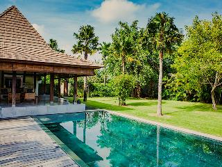 AWARDED TOP VILLA*Ideal location*Chef*Big garden - Seminyak vacation rentals