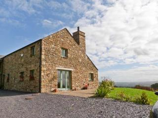 COTTAM HOUSE COTTAGE, woodburning stove, ground floor wet room, super king-size beds, garden with furniture, wonderful views, ne - Lancashire vacation rentals