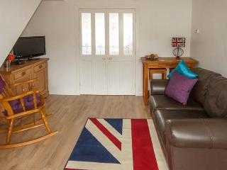 LADYBIRD COTTAGE, cosy, garden with furniture, close to amenities, good for walking, in Kilham, Ref 917375 - Kilham vacation rentals