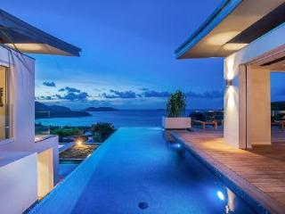 Contemporary luxury villa Wings with infinity pool offers dramatic bay views & a Zen ambiance - Saint Jean vacation rentals