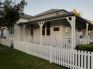 Charlton House B&B -  Wallsend, Newcastle, NSW - Blacksmiths vacation rentals