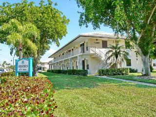 Perfectly located condo, a short walk from beach & restaurants - Marco Island vacation rentals