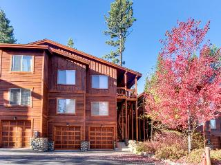 Cozy and comfortable condo with access to pool & hot tubs! - Truckee vacation rentals