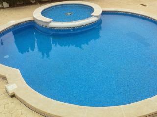 Golf Villa - 2 bed detached house with pool n AC - Banos y Mendigo vacation rentals