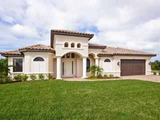 Beautiful 4 bedroom 4 bathroom Cape Coral villa with private pool, hot tub and waterway views. - Cape Coral vacation rentals