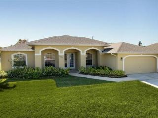 A luxury Cape Coral villa featuring 3 bedrooms and 2 bathrooms - the perfect place to relax - Florida South Central Gulf Coast vacation rentals