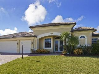 Magnificent 4 bedroom Cape Coral villa- On canal- South facing pool- Pet Friendly- Boat dock- Spa - Matlacha vacation rentals