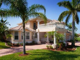 Amazing luxury villa-6 bedrooms-Pool-Circular driveway-Boat dock-Spectacular views-Pet friendly - Cape Coral vacation rentals