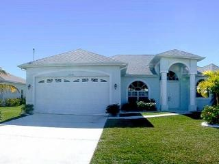 Huge pool area- Spa- Exclusive 3 bedroom villa- Peaceful area- Pet friendly- minutes from Eco Park - Florida South Central Gulf Coast vacation rentals
