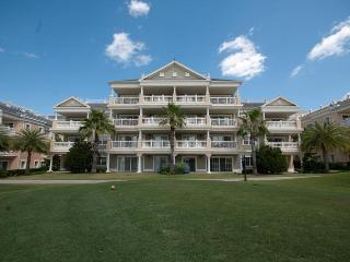 Stunning 3 Bed Condo with Pool and Spa - Reunion vacation rentals