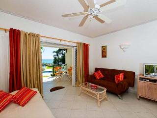 Essential 1 bedroom apartment, located on the beach. Spacious kitchen/dining area. Fully equipped kitchen. - Christ Church vacation rentals