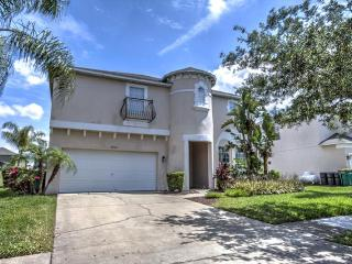 Inviting & spacious luxury villa- 7 bedrooms, games room, private pool & spa- 3 miles from Disney - Four Corners vacation rentals