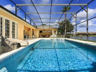 Spectacular 9 bed villa in Formosa Gardens, 2 miles of Disney. Huge screened pool, Lake, Cinema, Games room, BBQ - Four Corners vacation rentals